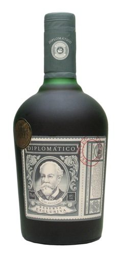 Diplomatico Reserva Exclusiva: Fantastic and robust aromas of vanilla, almond toffee, cloves, baked apricot and cigar smoke. Subtle scents of orange zest are also detected. In the mouth it is rich and honeyed with brown sugar, baked apricot, and fresh cinnamon. A long, intensely sweet and elegant finish follows.